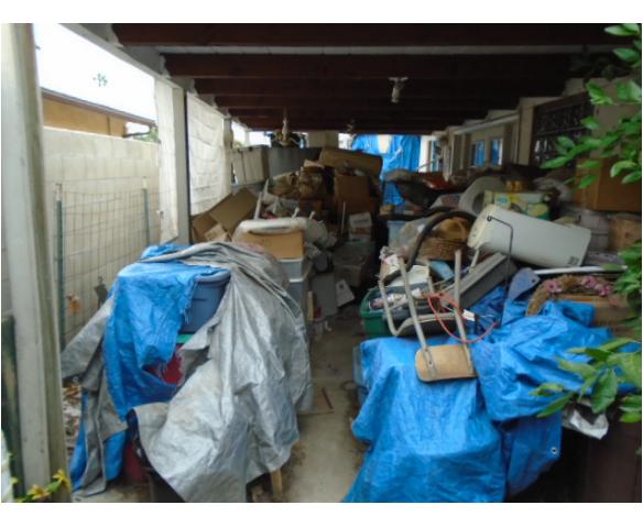 Un-permitted Storage & Tarps